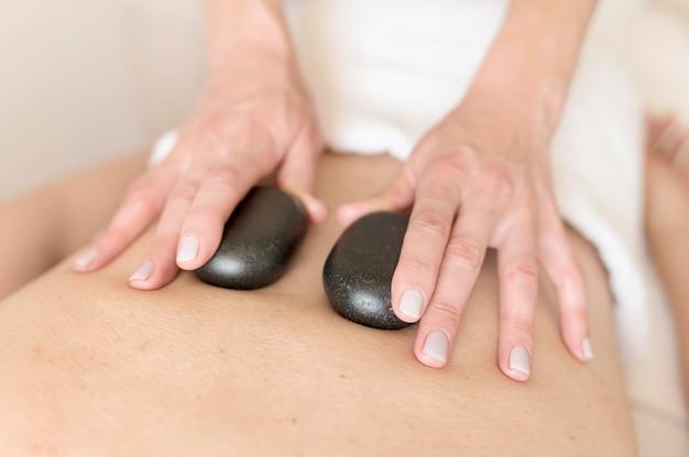 Zbliżenie świecące kamienie terapii