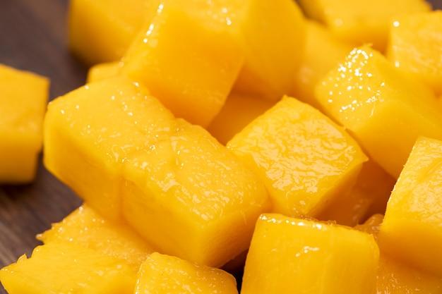 Zbliżenie świeże plastry mango