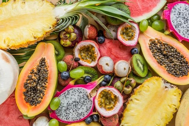 Zbliżenie świeżych owoców egzotycznych
