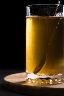 Zbliżenie szklankę piwa