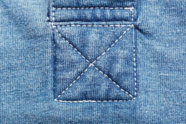 Zbliżenie szwów na tkaninie jeansowej