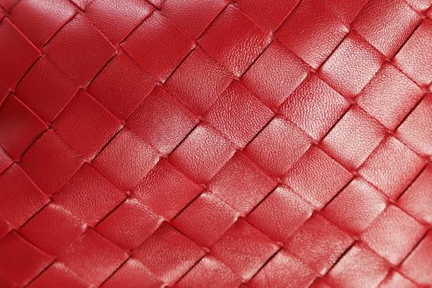 Zbliżenie tekstury czerwonej plecionej skóry