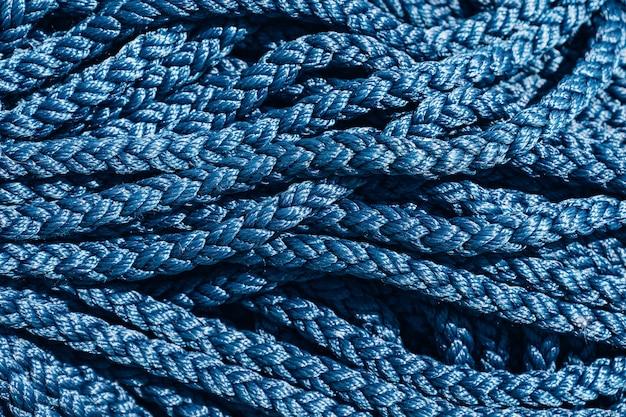 Zbliżenie tekstury niebieskiej grubej liny.