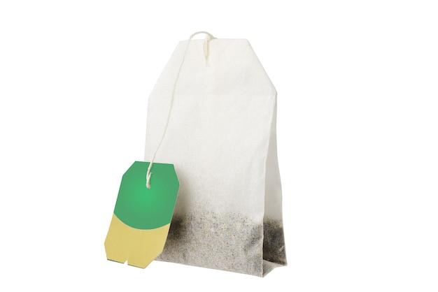 Zbliżenie torebki herbaty na białym tle. pełna głębia ostrości. wytnij za pomocą narzędzia pióro.