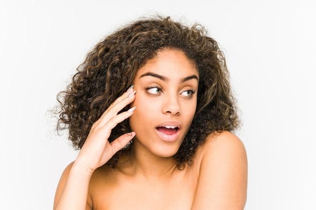 Zbliżenie twarzy młodej kobiety african american