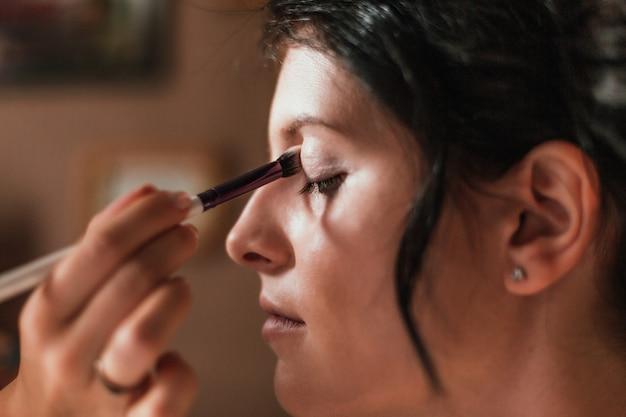 Zbliżenie twarzy piękna kobieta z makijażem