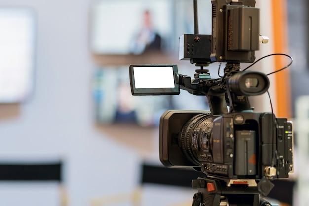 Zbliżenie wideo biorąc scenę w jakiejś imprezie, zdarzenia i seminarium koncepcji produkcji sprzętu