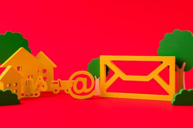 Zbliżenie widok zielonej postaci skrzynki pocztowej wśród pejzażu miejskiego budynku eko społeczeństwa