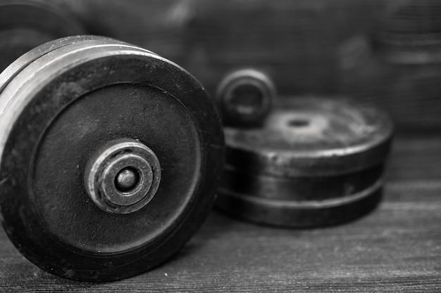 Zbliżenie wizerunek sprawności fizycznej wyposażenia dumbbell barbell. sport, trening.