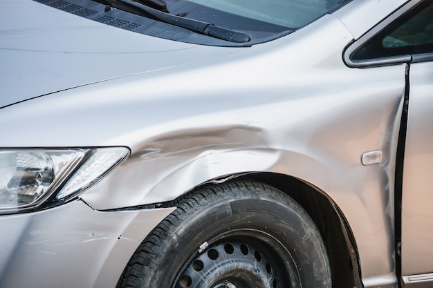 Zbliżenie wypadku samochodowego