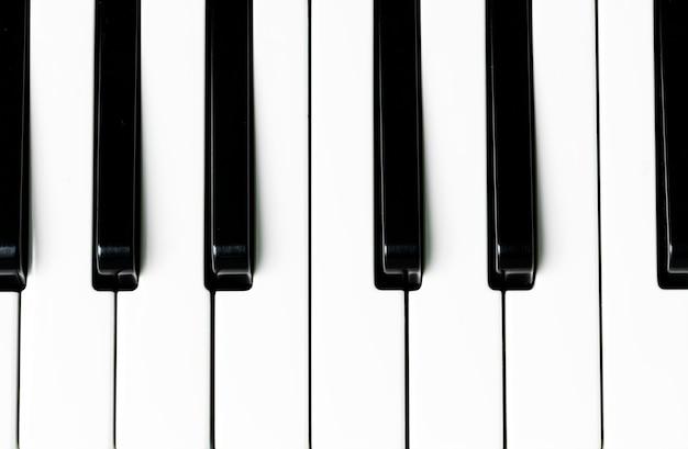 Zbliżenie z klawiatury fortepianu