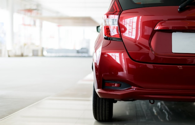 Zbliżenie z powrotem czerwony samochód