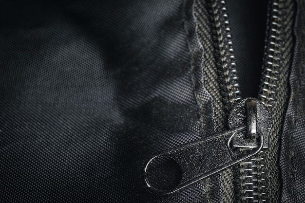 Zbliżenie zamek błyskawiczny na czarnej torbie szczegółowo rozmycie obiektu sztuki