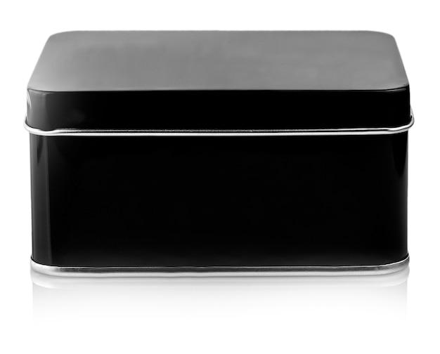 Zbliżenie zamknięte czarne metalowe pudełko na białym tle