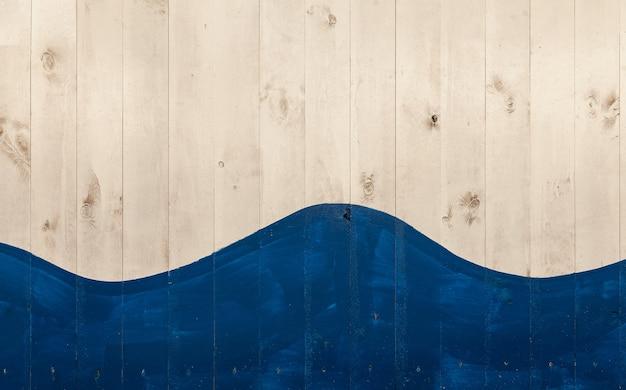 Zbliżenie zdjęcie białych drewnianych desek pomalowanych na niebiesko i tworzących kształt fali