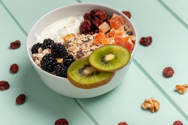 Zbliżenie zdrowe śniadanie z musli
