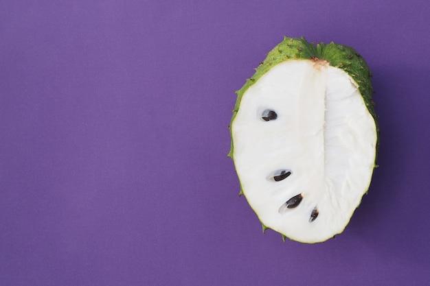 Zbliżenie zielona soursop graviola, egzotyczna, tropikalna owocowa guanabana