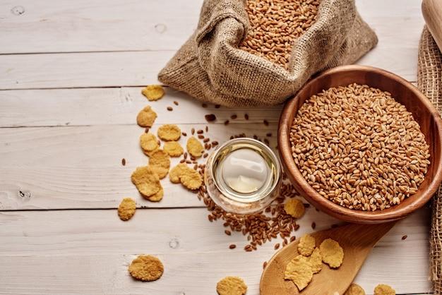 Zboża w torbie jedzenie naturalnych składników zbliżenie