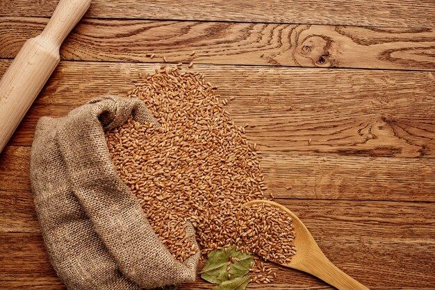 Zboża w torbie zdrowe śniadanie z bliska. zdjęcie wysokiej jakości