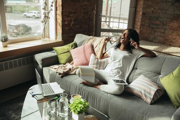 Zdalne biuro, praca w domu, koncepcja niezależna