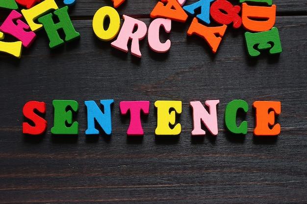 Zdanie słowo z kolorowymi literami