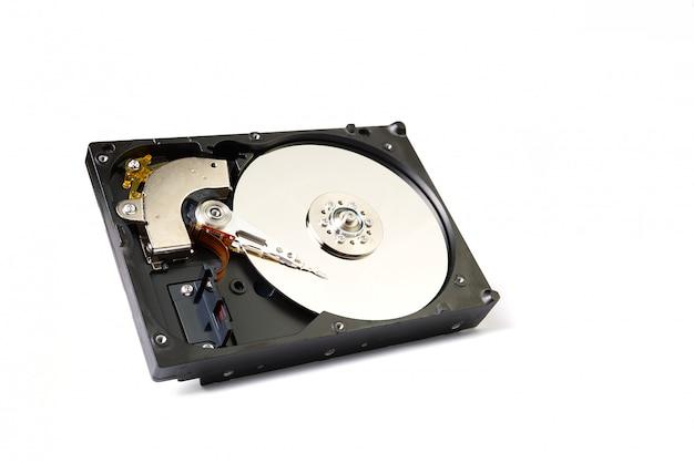 Zdemontowany dysk twardy z komputera z bliska z miejsca na kopię