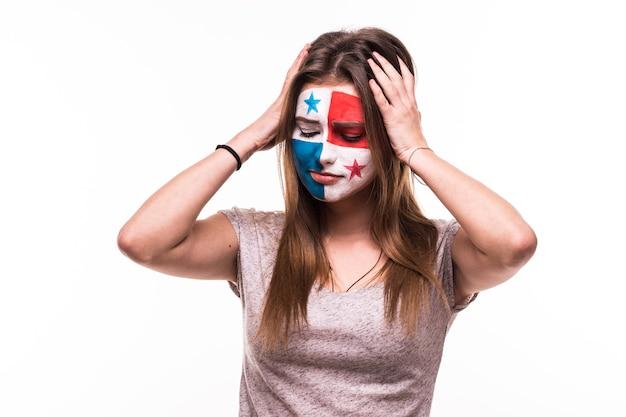 Zdenerwowany przegrany kibic wsparcie reprezentacji panamy z pomalowaną twarzą na białym tle