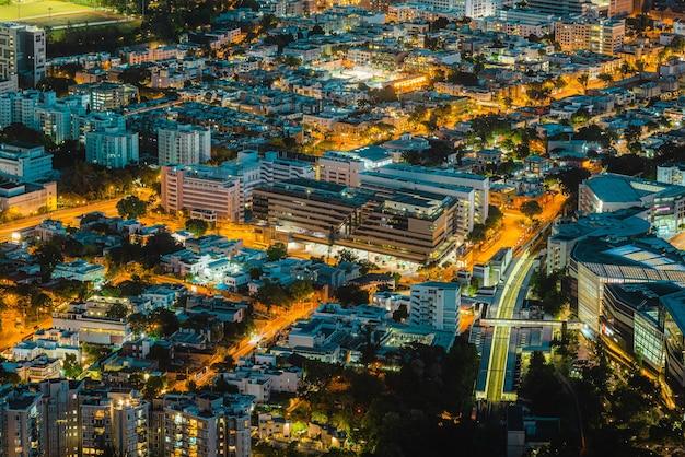Zdjęcia lotnicze hongkongu w nocy
