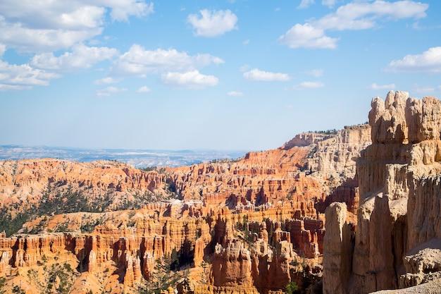 Zdjęcia lotnicze pięknego parku narodowego bryce canyon w stanie utah, usa