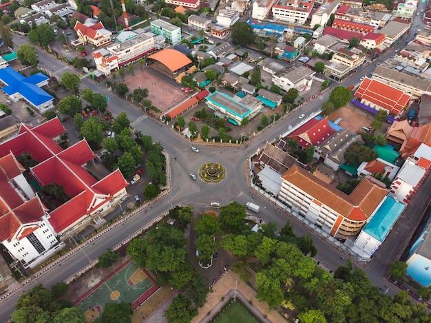Zdjęcia lotnicze ronda drogowego w mieście