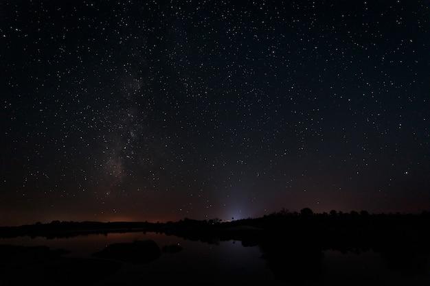 Zdjęcia nocne w naturalnym obszarze barruecos estremadura hiszpania