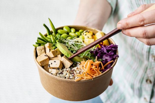 Zdjęcia wegańskie poke bowl na wynos