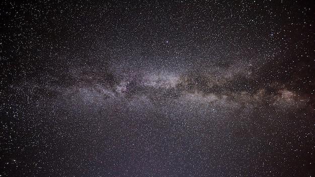 Zdjęcie galaktyki mlecznej drogi z długim czasem naświetlania