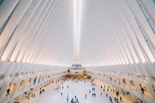 Zdjęcie jednego wnętrza budynku w centrum handlu światowego w nowym jorku