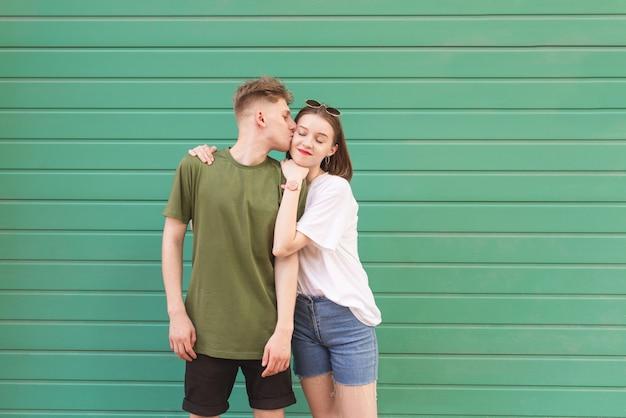 Zdjęcie kochanka par w zwykłych ubraniach