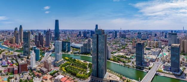 Zdjęcie lotnicze przedstawiające panoramę architektonicznego krajobrazu tianjin financial center