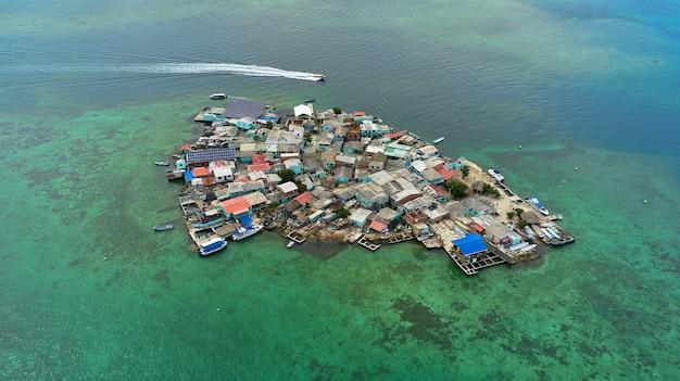 Zdjęcie lotnicze wyspy santa cruz del islote w kolumbii