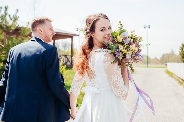 Zdjęcie młodej pary w dniu ślubu