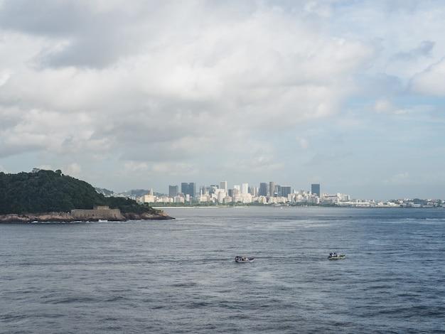 Zdjęcie pięknego i magicznego miasta rio de janeiro i jego słynnych miejsc.