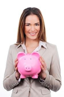 Zdjęcie pięknej kobiety z piggy bank