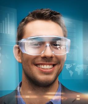 Zdjęcie przystojnego biznesmena w cyfrowych okularach
