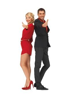 Zdjęcie przystojnego mężczyzny i uroczej kobiety pokazujące kciuki w górę