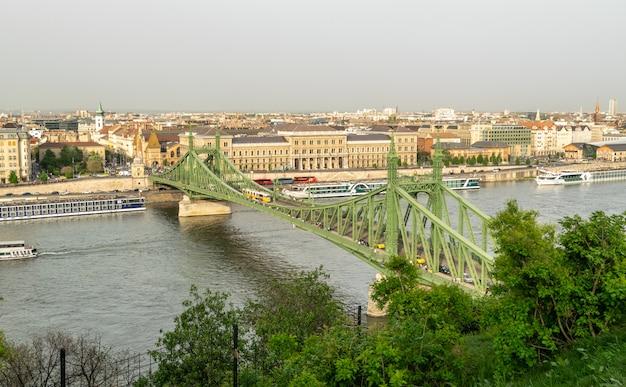 Zdjęcie redakcyjne widok budapesztu