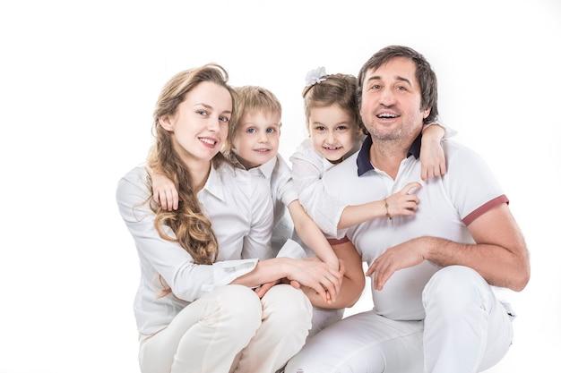 Zdjęcie rodzinne. szczęśliwa rodzina. rodzice i dzieci