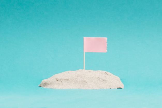 Zdjęcie różowa flaga na wzgórzu