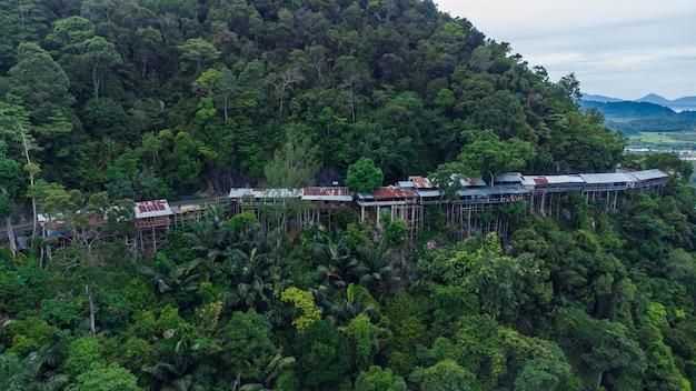 Zdjęcie scenerii atrakcji turystycznych mount geurutee dzielnica aceh jaya aceh indonesia