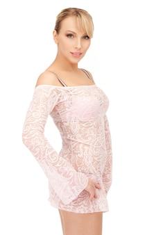 Zdjęcie seksownej kobiety w przezroczystej sukience