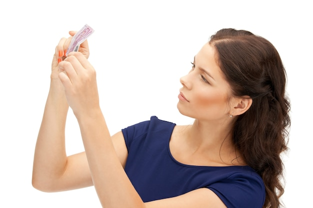 Zdjęcie uroczej kobiety z pieniędzmi w euro
