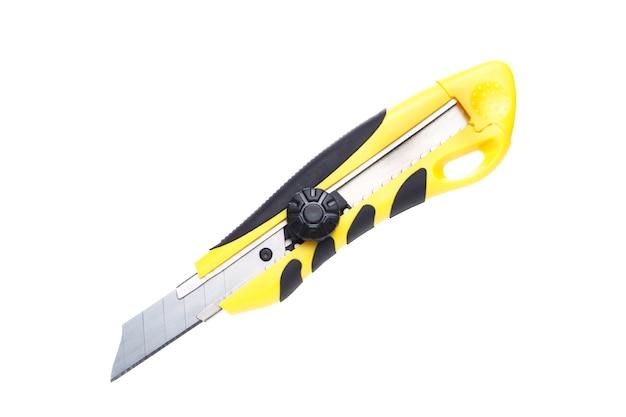 Zdjęcie z bliska nóż biurowy na białym tle puste