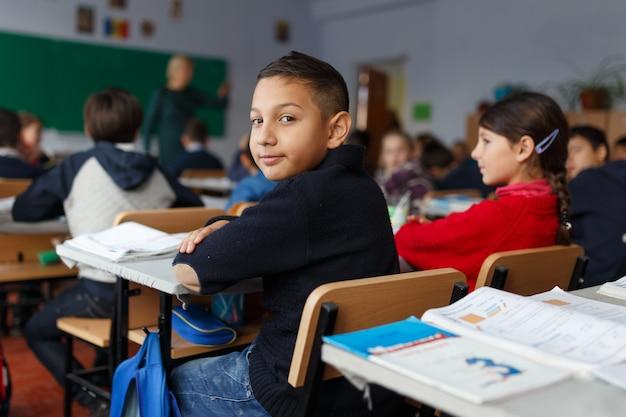 Zdjęcie z chłopcem pierwszego dnia w szkole
